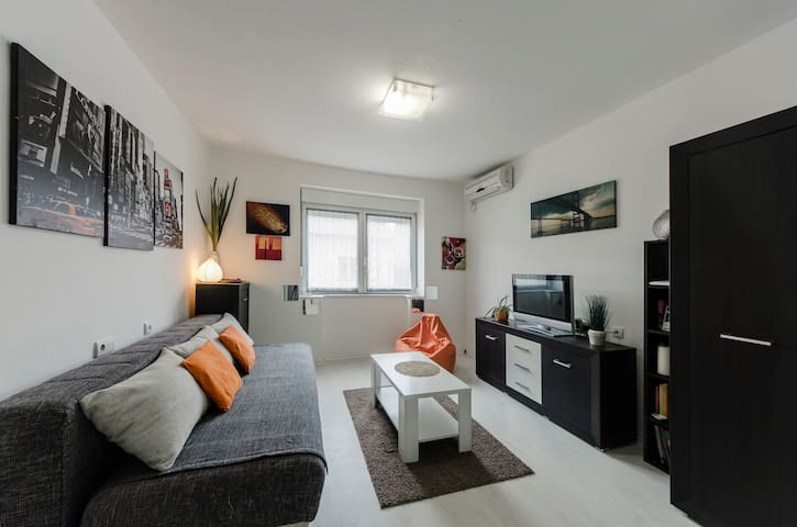 Cozy & Splendid Studio 30m2 - Novi Sad - Apartament