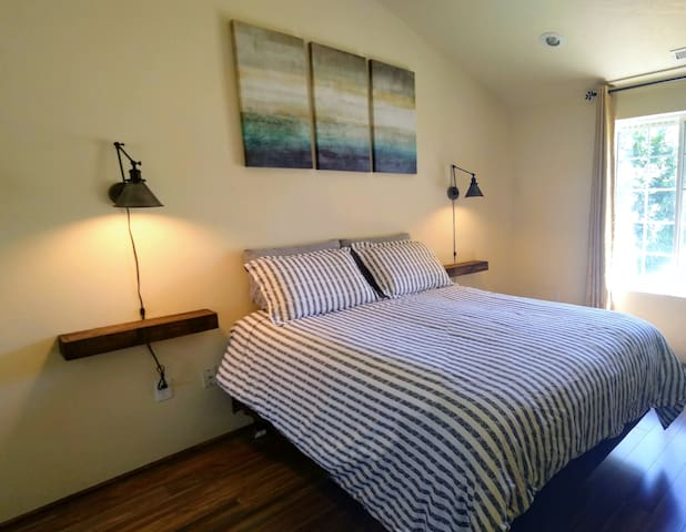 Queen size bed, vaulted ceilings and work desk