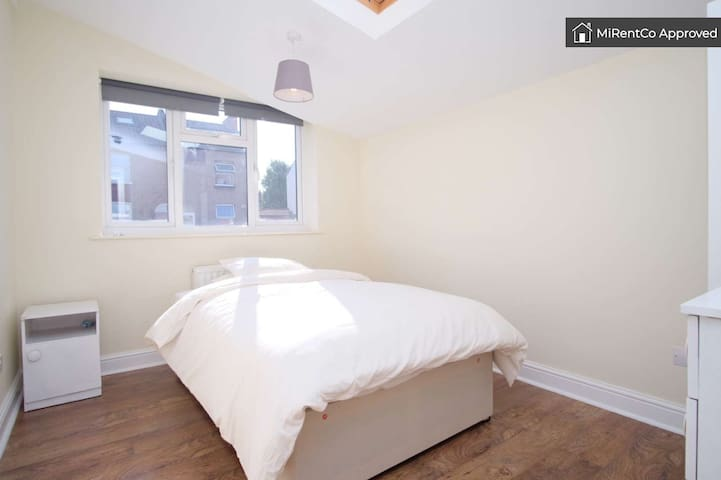 *Amazing Double Room in Brent Park NW10!*