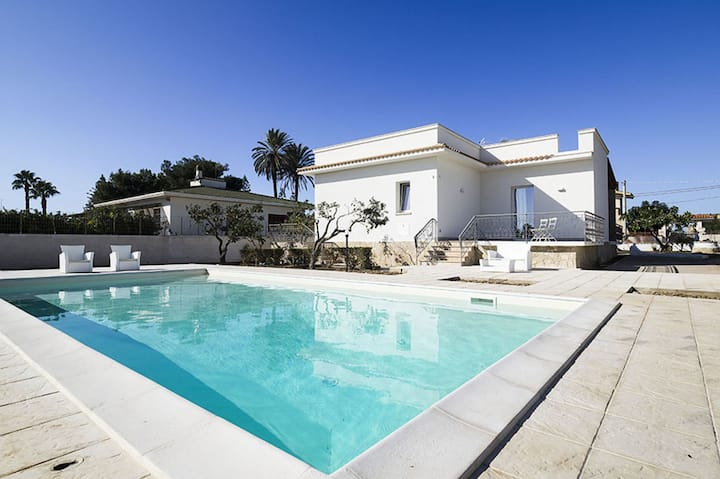Villa Marsala - with private pool, A/C, WIFI, near the Sea
