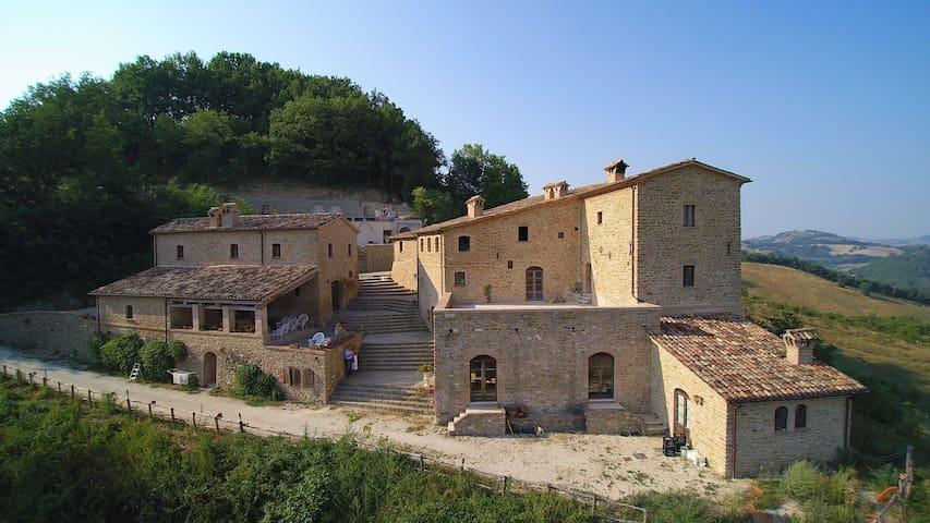 Medieval Room of Fosse - Provincia di Pesaro e Urbino - Castelo
