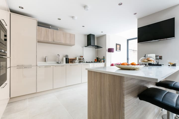 Modern  Town House in South Belfast - Belfast - House