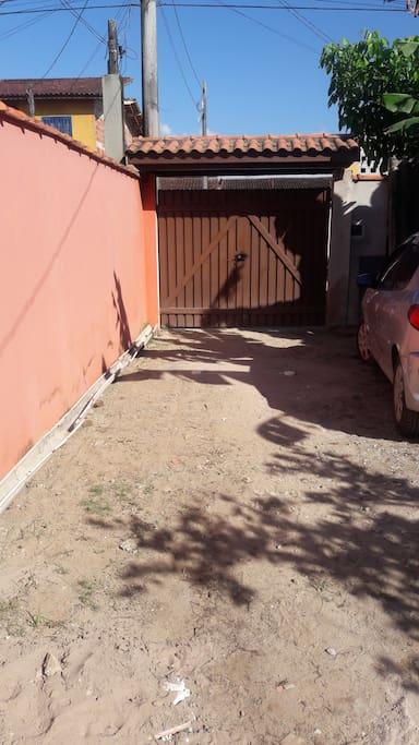 Garagem 2 carros (Entrada compartilhada com a proprietaria)