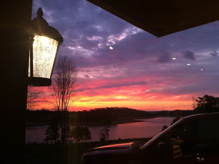 Panoramic Lakefront w/ Dock on Cherokee-Sleeps 4