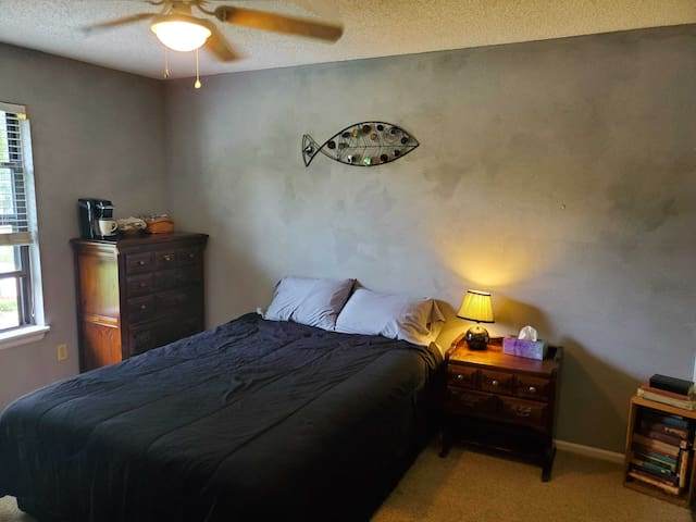"Spacious room with breakfast goodies & 40"" Roku TV"