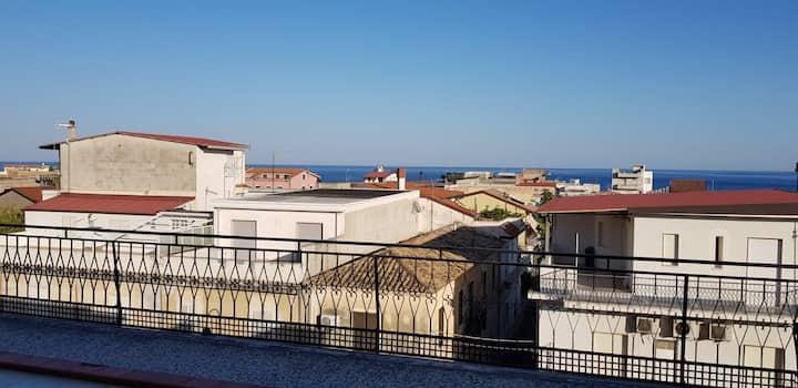 Appartamento sul corso principale con vista mare