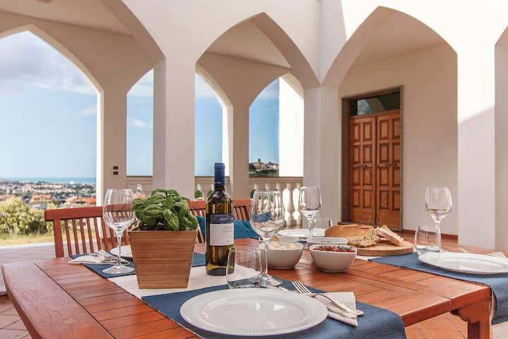 Exclusive Villa,  Spectacular Views  ★★★★★
