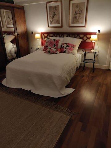 Royale zit slaapkamer in grote villa op 1e etage