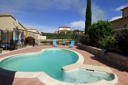 Villa avec piscine proche de Nîmes - Caissargues