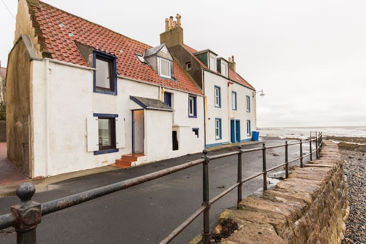 Traditional, cosy, seafront cottage - Saint Monans - Hus