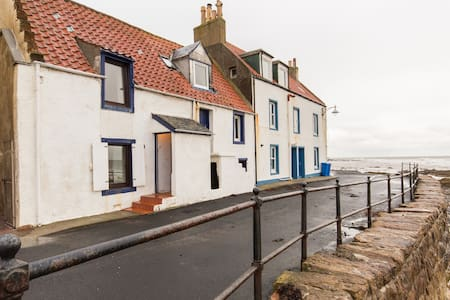 Traditional, cosy, seafront cottage - Saint Monans - Talo