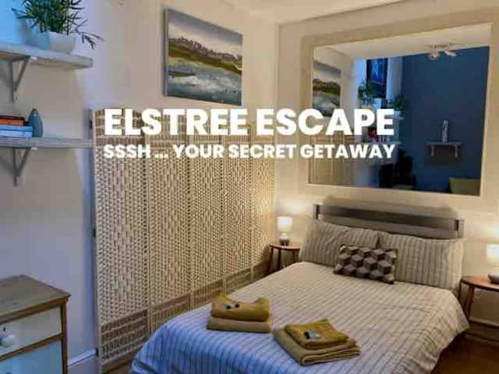 Elstree Escape (private annexe, inc parking)