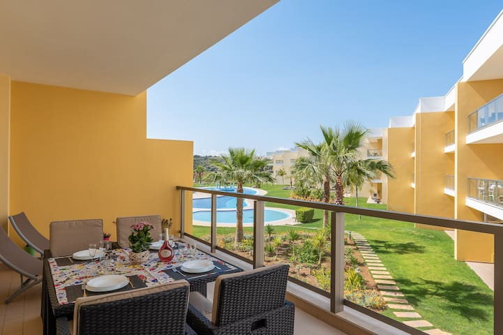 Stunning apartment by Harbor of Albufeira