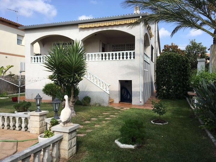 Villa vue montagne/mer 5min voiture plage Calafell