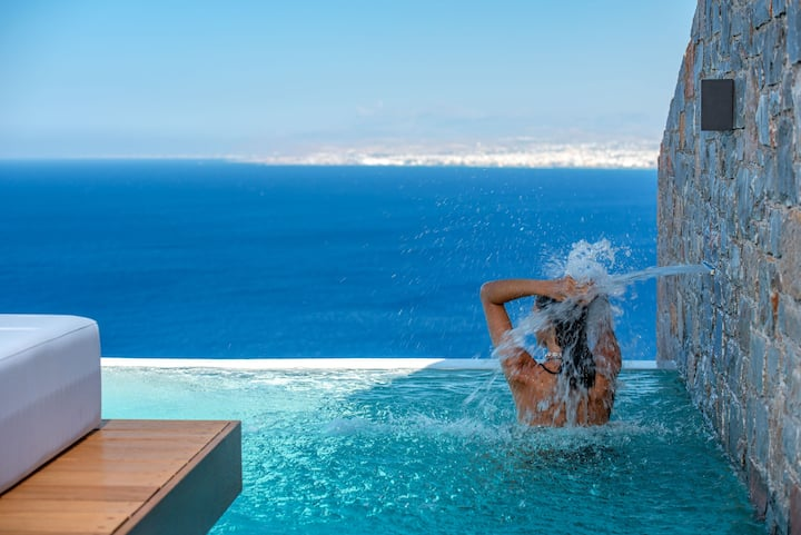 Villa Hellena, Stunning sea views & infinity pool!
