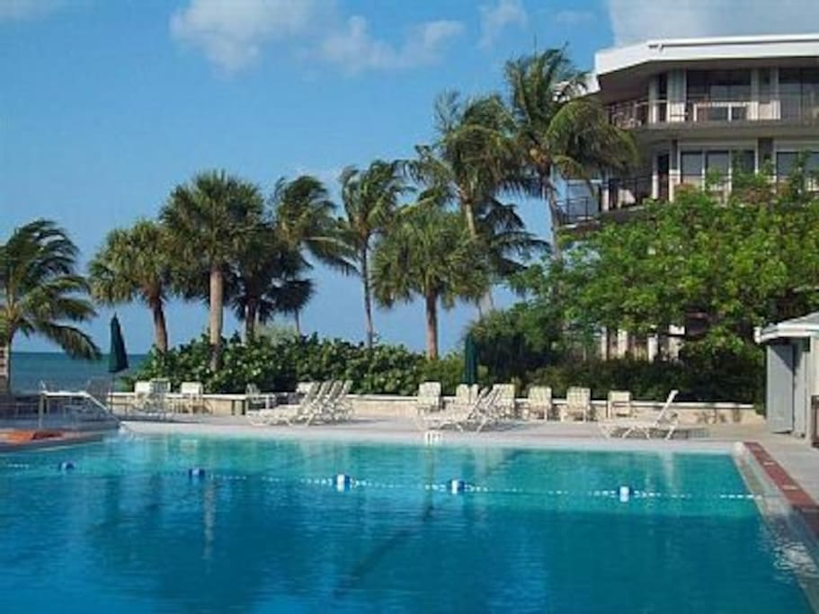Affordable Beachfront Luxury Condo Sleeps 6 Condominiums For Rent In Key West Florida United