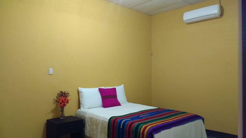 Guacamaya room, 1 milla de Flores