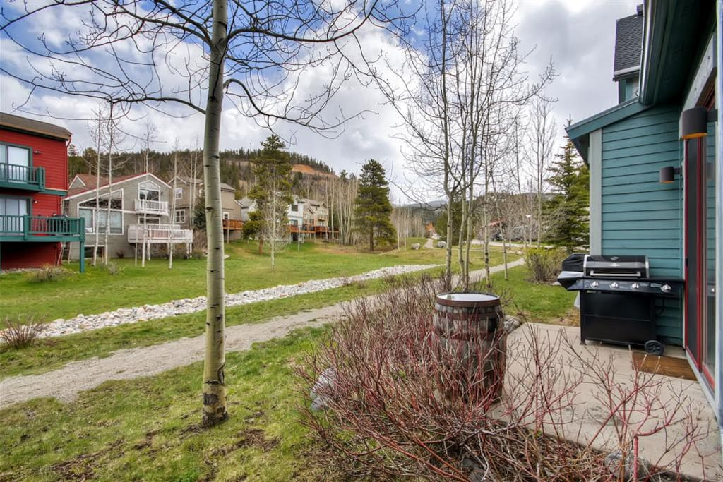 Enjoy direct access to hiking, biking, and snowshoeing trails right out the condo's back door