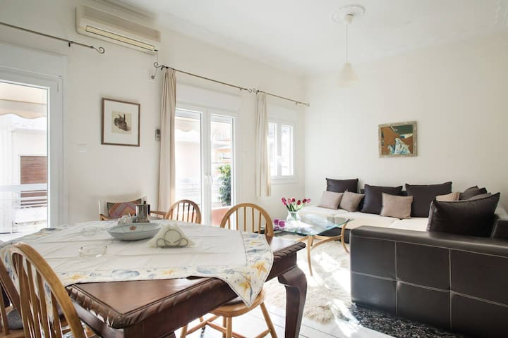 fabulous apartment in Athens near metro Tavros