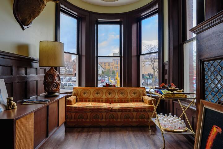 Luxury Midtown Townhouse, Perfect for Large Groups