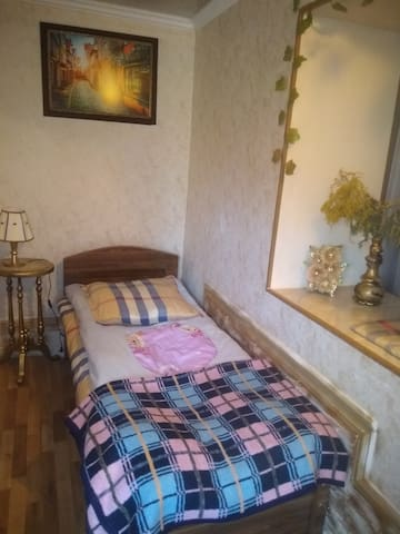 Cosy room, w/bathroom, kitchen, parking, downtown