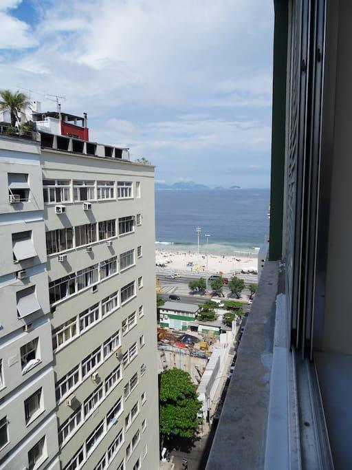 Linda vista lateral para praia de Copacabana