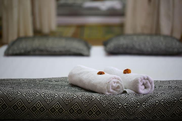 Private room at Hoa Ban homestay with aircodition