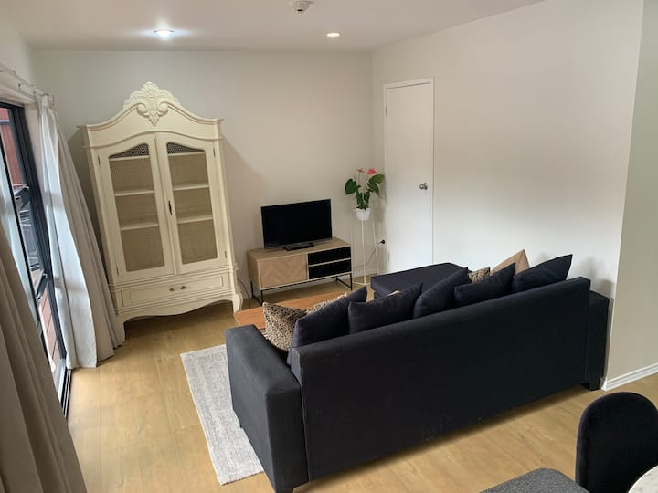 Cosy two-bed apartment in Albany