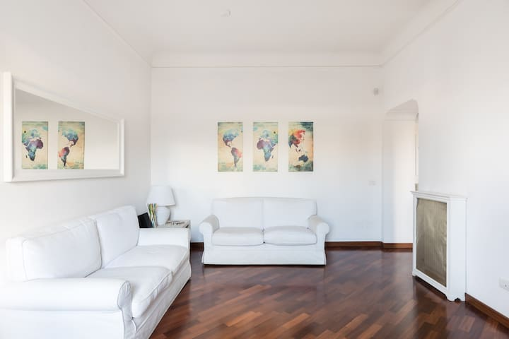 Angelo's apartment Termini Villa Borghese