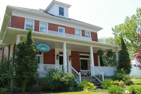 The Wright House in Wiarton - Wiarton - ที่พักพร้อมอาหารเช้า