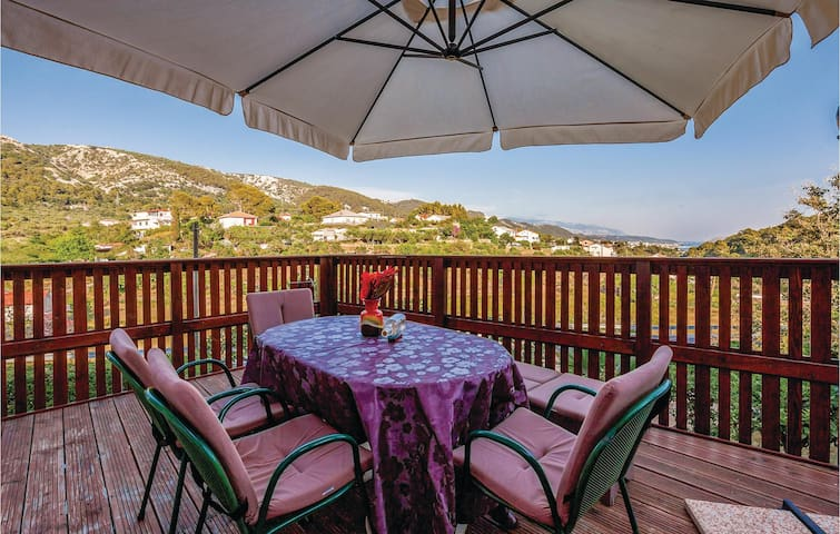 Holiday apartment with 3 bedrooms on 84 m² in Mundanije