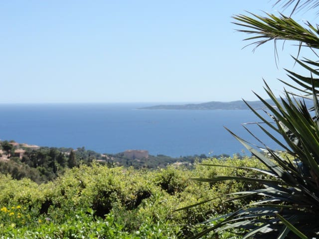 Pleine vue mer Golfe Saint Tropez depuis la terrasse