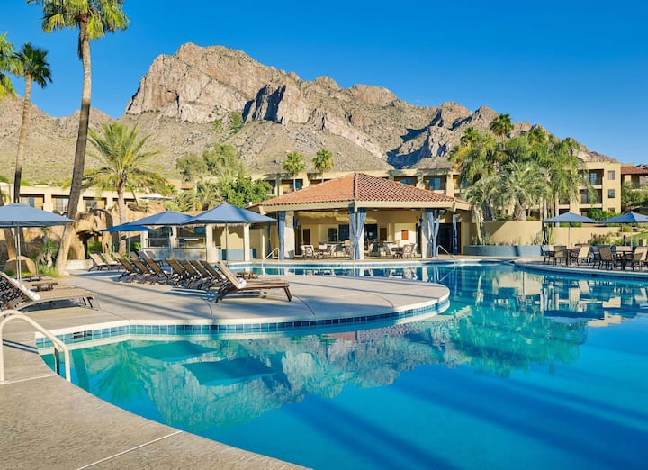 Beautiful Suite Double Bed At Oro Valley