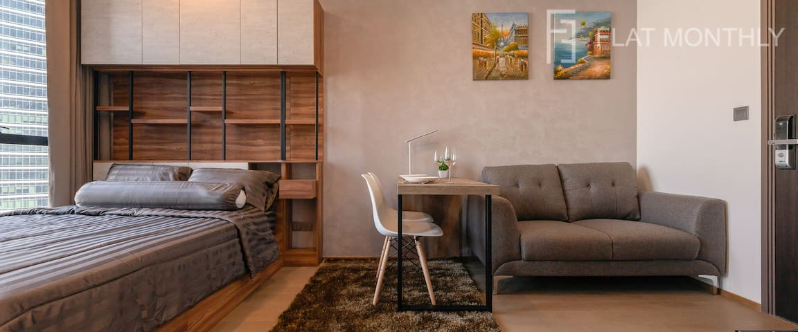 Panoramic view 1BR @ MRT Samyan by FlatMonthly