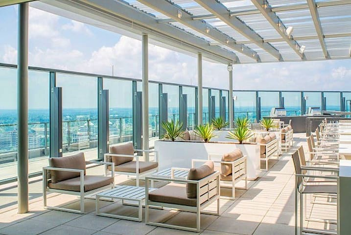 Upscale Condo on Top of Metro & Tysons Mall