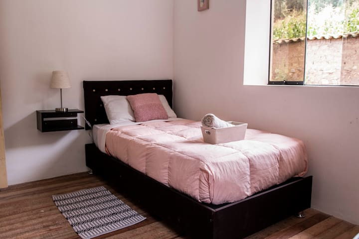 Single Room in House (longstays) @Hatha Art Yoga