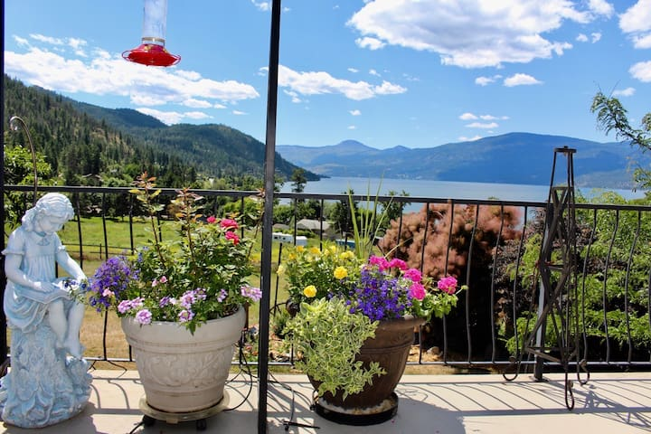 Picturesque Okanagan Lake View Home