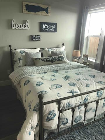 Relax in the privacy of your own room and private bath. Enjoy the queen size bed complete with a memory foam topper. Flatscreen TV which includes Xfinity and free Wi-Fi.
