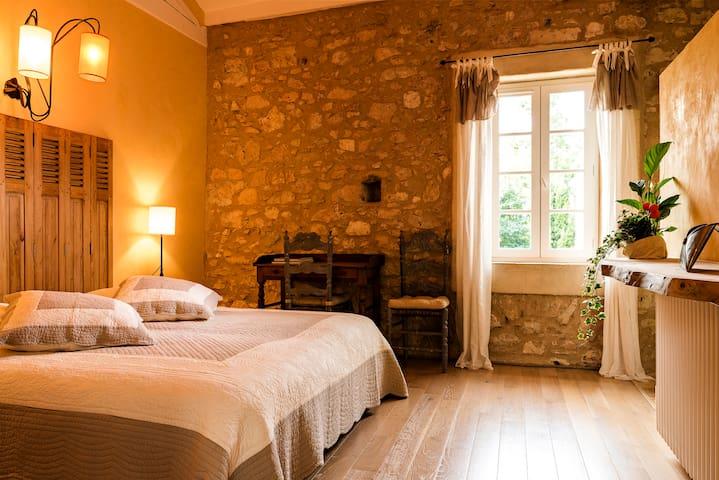 """Chambre """"JASON"""" à la Jinolié, Demeure de Caractère - Damiatte - Guesthouse"""