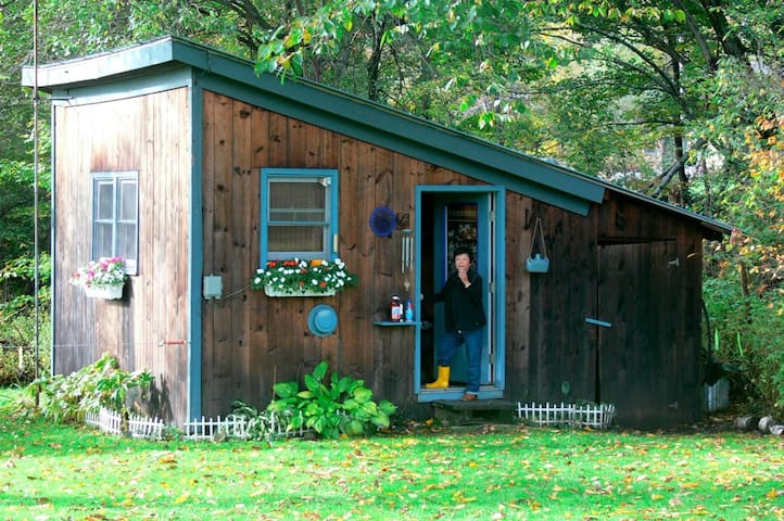 The RUSTIC CABIN at FIREFLY B&B - Lincoln - Cabaña