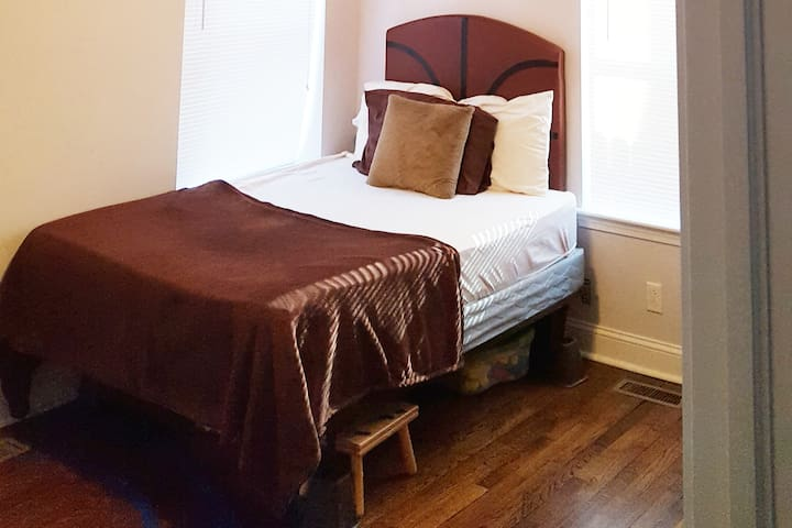 Private Bedroom.  Awesome reviews & ratings!