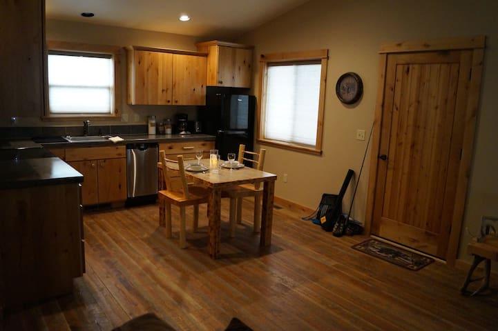 Bear Bungalow Luxury Cabin