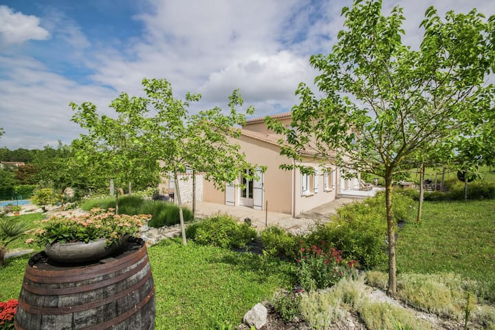 Apartment with pool, beautiful landscaped, fenced garden overlooking the hills.