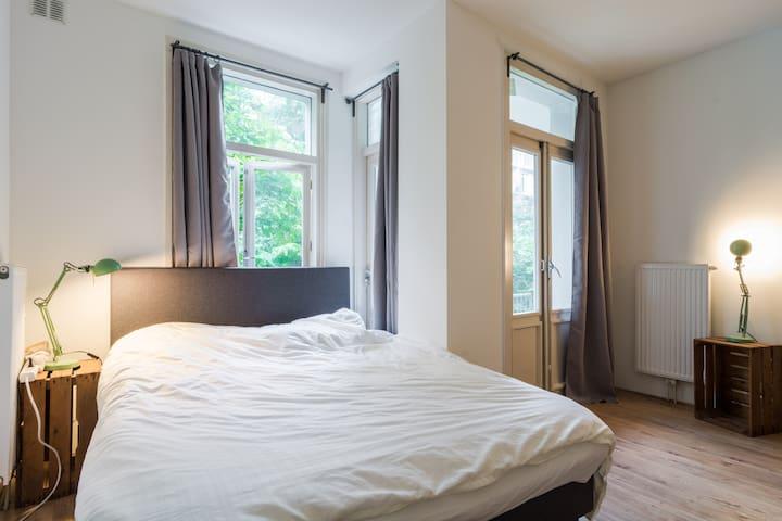 Beautiful bedroom near center - Local Experience