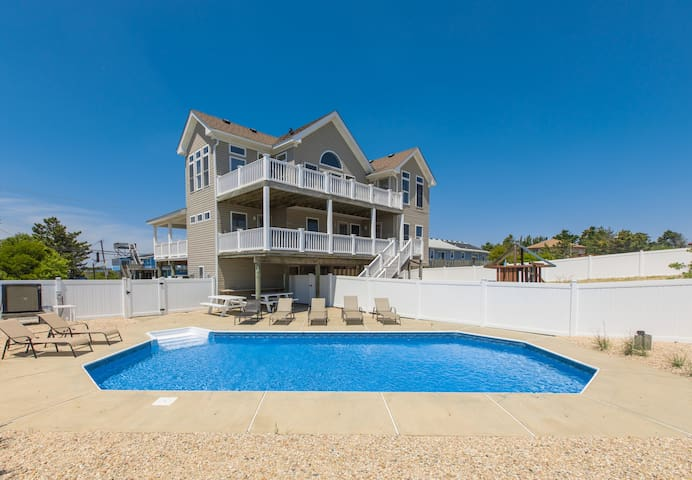 Seasider: Seasider Family-friendly 5 bedroom home with inground pool, 3 levels of decks