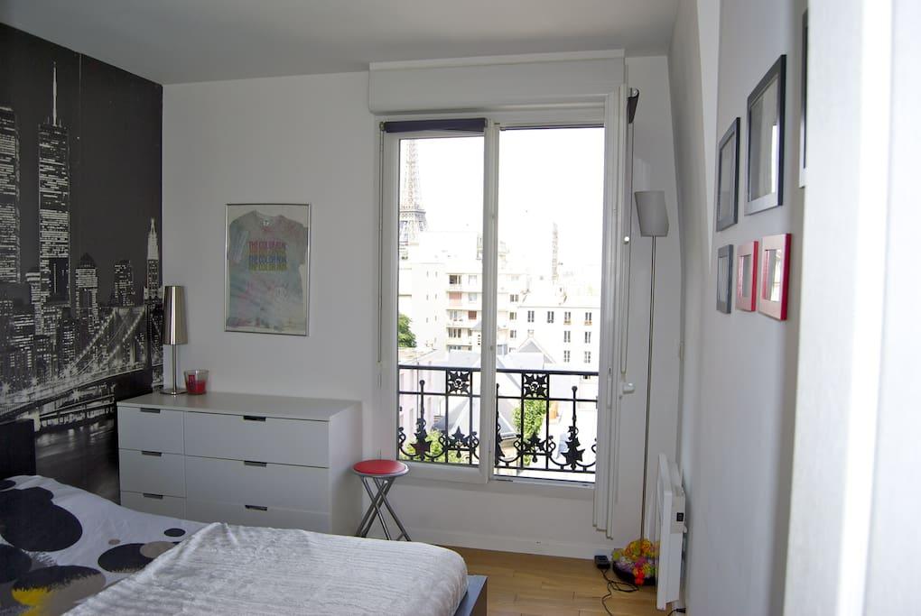 Superbe appartement avec vue tour eiffel appartements for Bains de lea paris