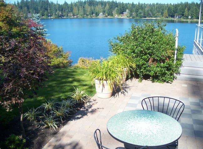 Gorgeous Lakefront Home with Hottub - Bremerton - Rumah