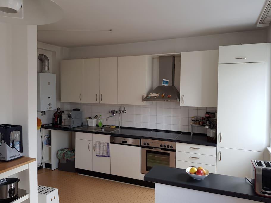 sch nes neu m bliertes zimmer in bester wohnlage wohnungen zur miete in frankfurt am main. Black Bedroom Furniture Sets. Home Design Ideas