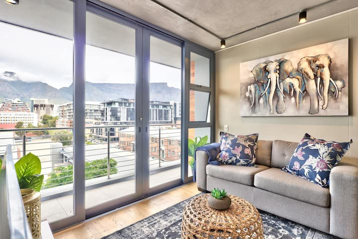 Marvelous Mountain Views from Chic Apartment