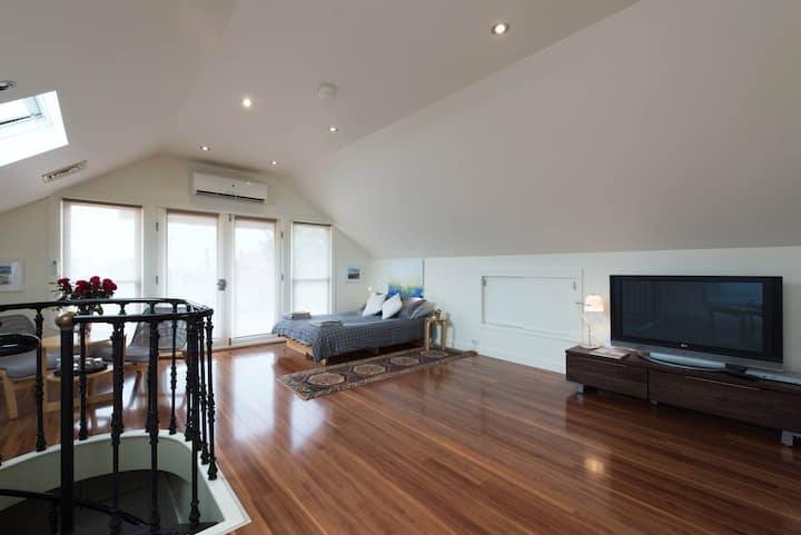Huge Bondi Loft with private bathroom and own deck